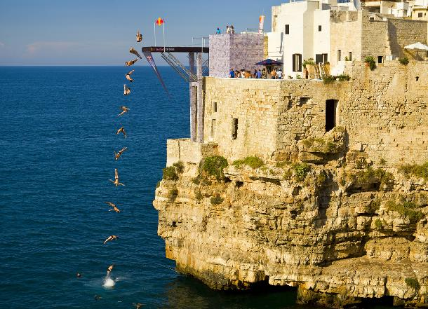 Rebull-Cliff-Diving in Polignano